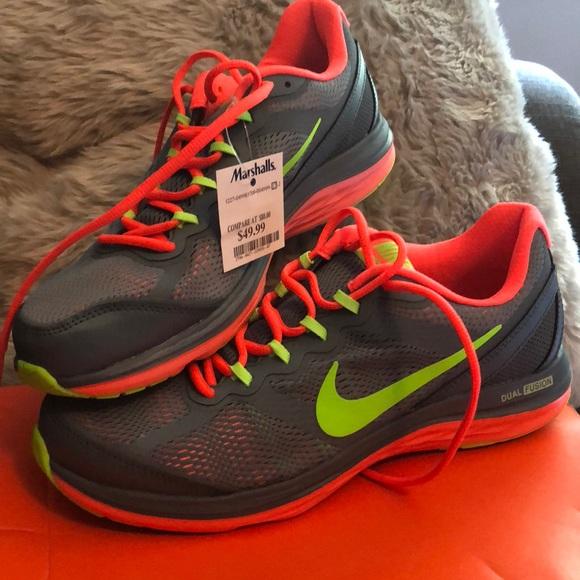 Nike Womens Dual Fusion Run 3 Sneakers